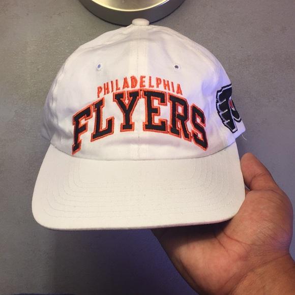 a478b1a5013 Vintage STARTER Philadelphia Flyers Hat. M 5b78537134e48a0c720ff443